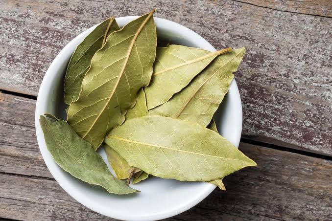 Defne yaprağı - Üretici Kadir Bekil 18000 tl fiyat ile 100.000 kilogram defne yaprağı  satmak istiyor