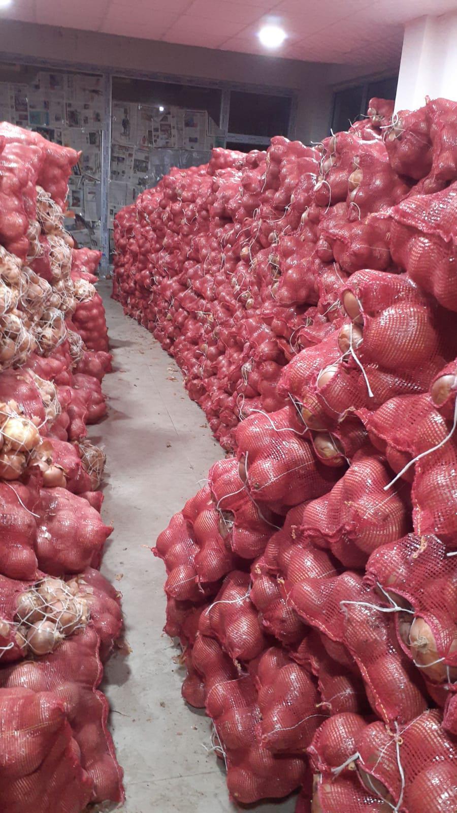 Kuru Soğan - Üretici Sönmez Tahtakılıc 1.9 tl fiyat ile 60.000 kilogram banko çeşidi kuru soğan satmak istiyor